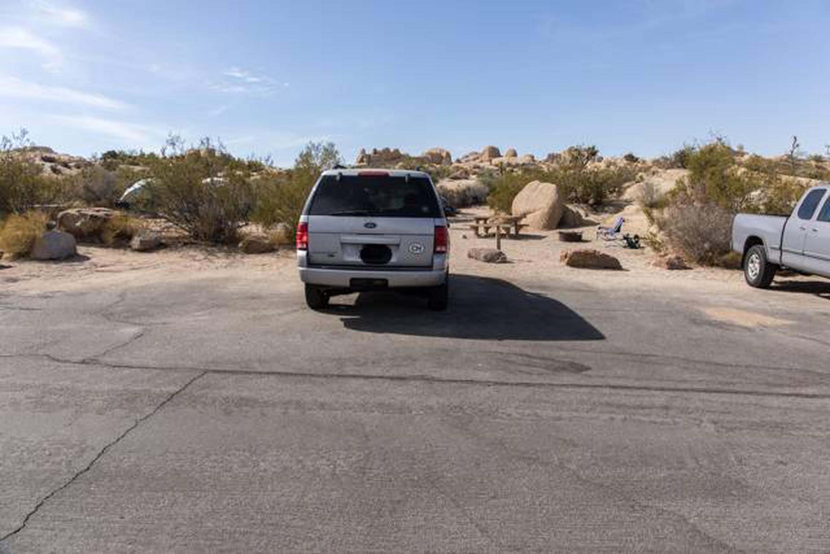 Jumbo Rocks site 106parking space for campsite