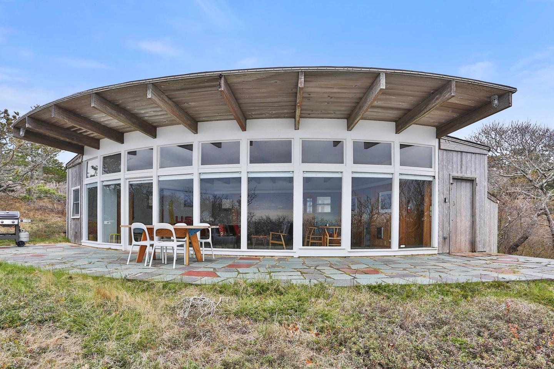 Exterior of the Seashore Modern House