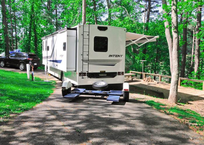 Pull-thru entrance, driveway slope, utilities-side clearance.Sweetwater Campground, campsite 8.