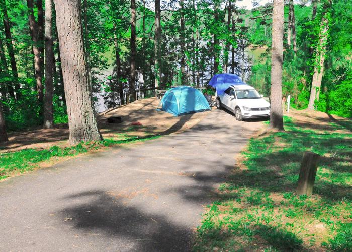 Driveway slope, awning-side clearance.Sweetwater Campground, campsite 9.