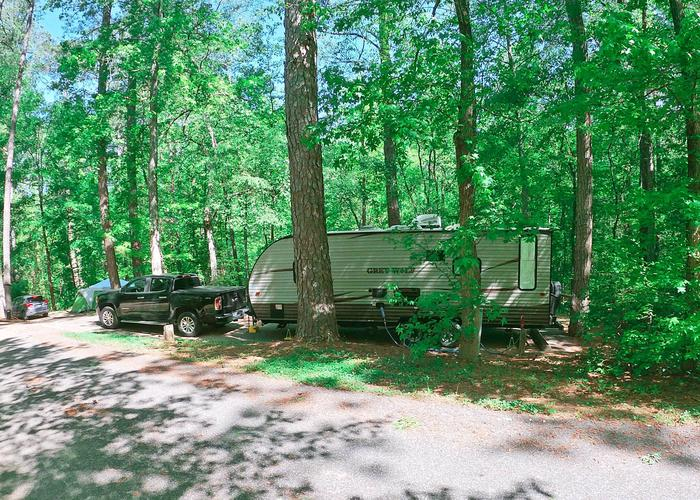 Driveway entrance angle/slope, utilities-side clearance.Sweetwater Campground, campsite 22.