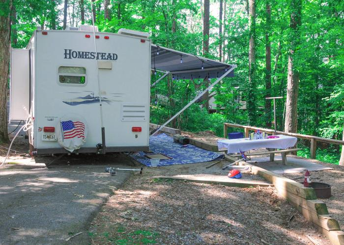Group Site 28D pull-thru entrance, awning-side clearance, utilities-side clearance.Sweetwater Campground, group campsite 28D.