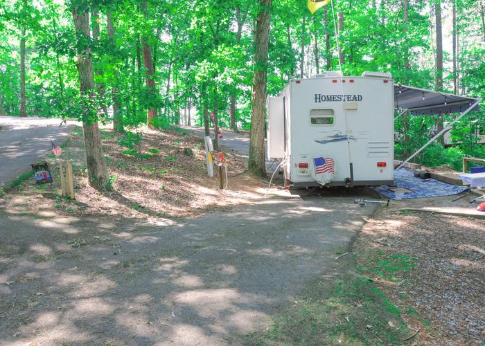 Group Site 28D pull-thru entrance, driveway slope, utilities-side clearance, awning-side clearance.Sweetwater Campground, group campsite 28D.