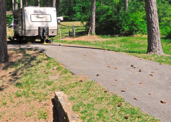 Driveway slope, utilities-side clearance.Sweetwater Campground, campsite 33.