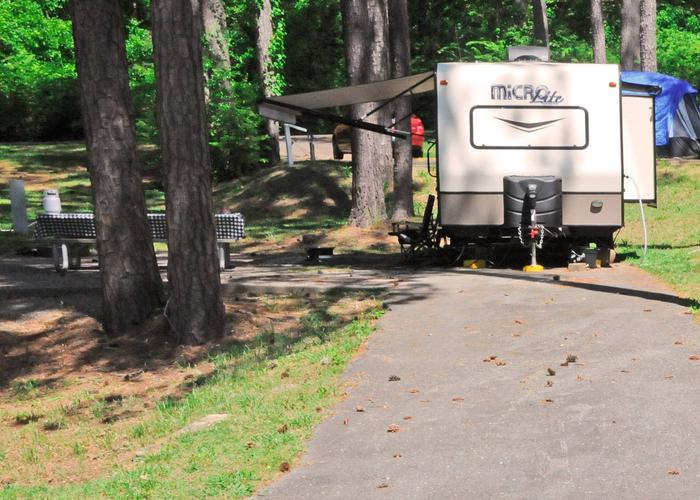 Driveway slope, awning-side clearance.Sweetwater Campground, campsite 33.