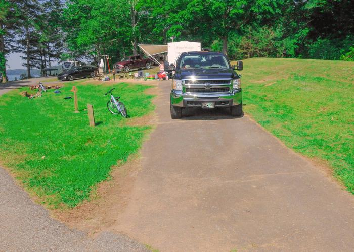 Driveway slope, utilities-side clearance, awning-side clearance.Sweetwater Campground, campsite 48.