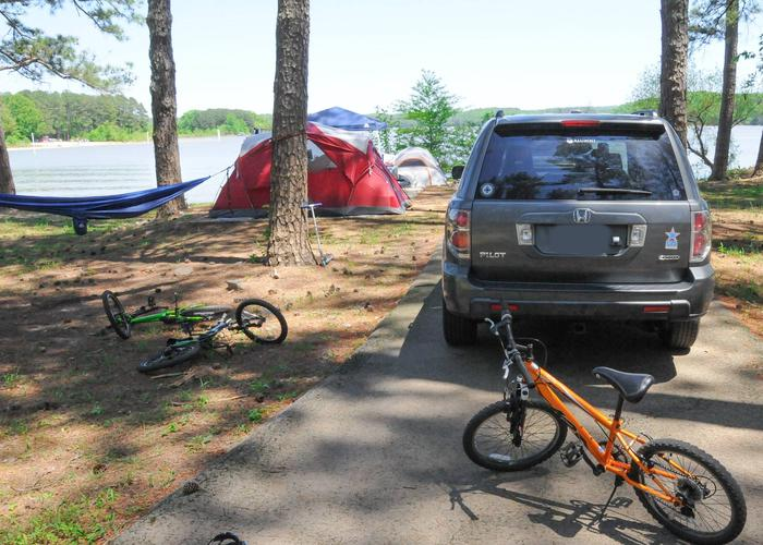 Driveway slope, awning-side clearance.Sweetwater Campground, campsite 75.