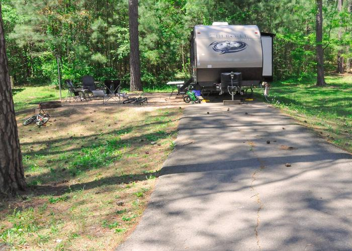 Driveway slope, utility & awning-side clearance.Sweetwater Campground, campsite 87.