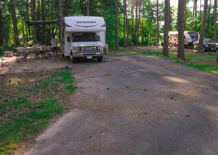 SW117 - Driveway slope, awning-side clearance.Sweetwater Campground, campsite 117.