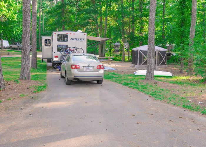 SW118 - Pull-thru entrance, driveway slope, utilities-side clearance, awning-side clearance.Sweetwater Campground, campsite 118.