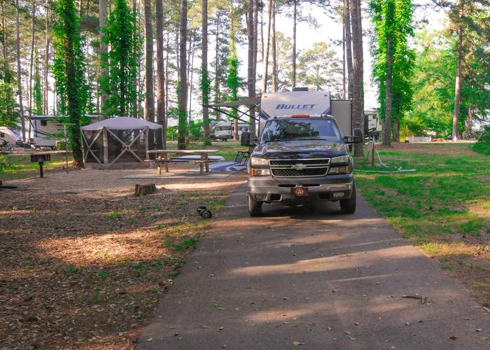 SW118 - Pull-thru exit, driveway slope, awning-side clearance, campsite view.Sweetwater Campground, campsite 118.