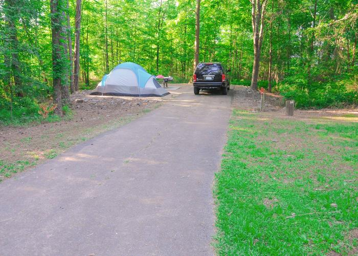 SW129 - Driveway slope, utilities-side clearance, awning-side clearance.Sweetwater Campground, campsite 129.