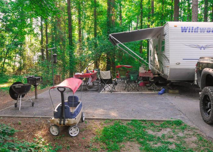 SW134 - Campsite view, awning-side clerance.Sweetwater Campground, campsite 134.