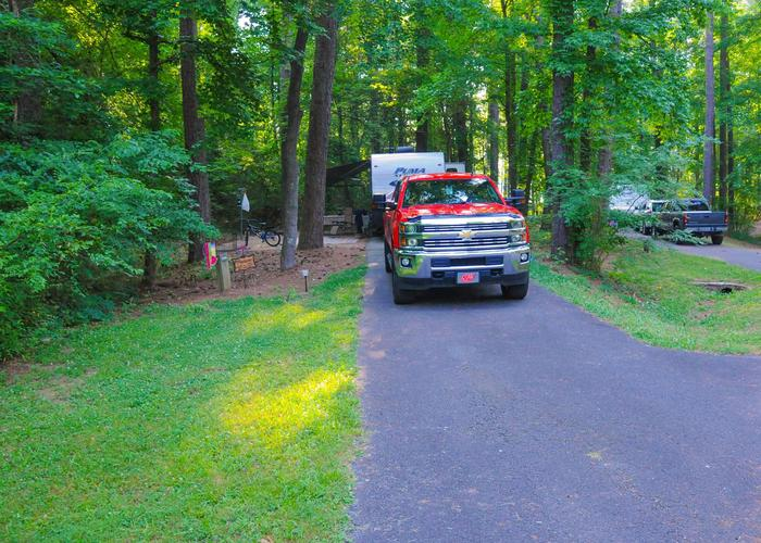 SW136 - Driveway slope, awning-side clearance.Sweetwater Campground, campsite 136.