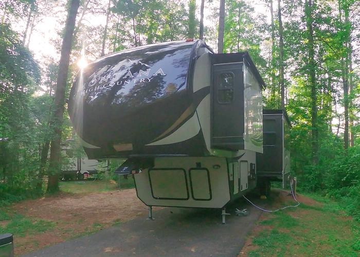 SW140 - Utilities-side clearnace.Sweetwater Campground, campsite 140.