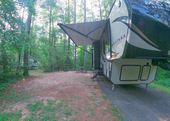 SW140 - Awning-side clearance.Sweetwater Campground, campsite 140.