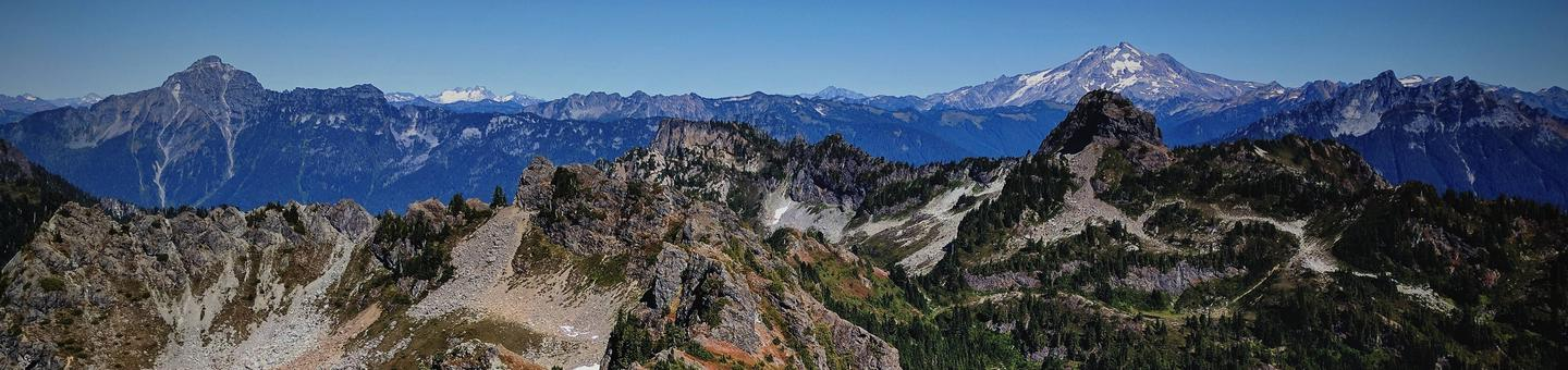 Mt DickermanView of surrounding mountains on the Mt. Baker-Snoqualmie National Forest