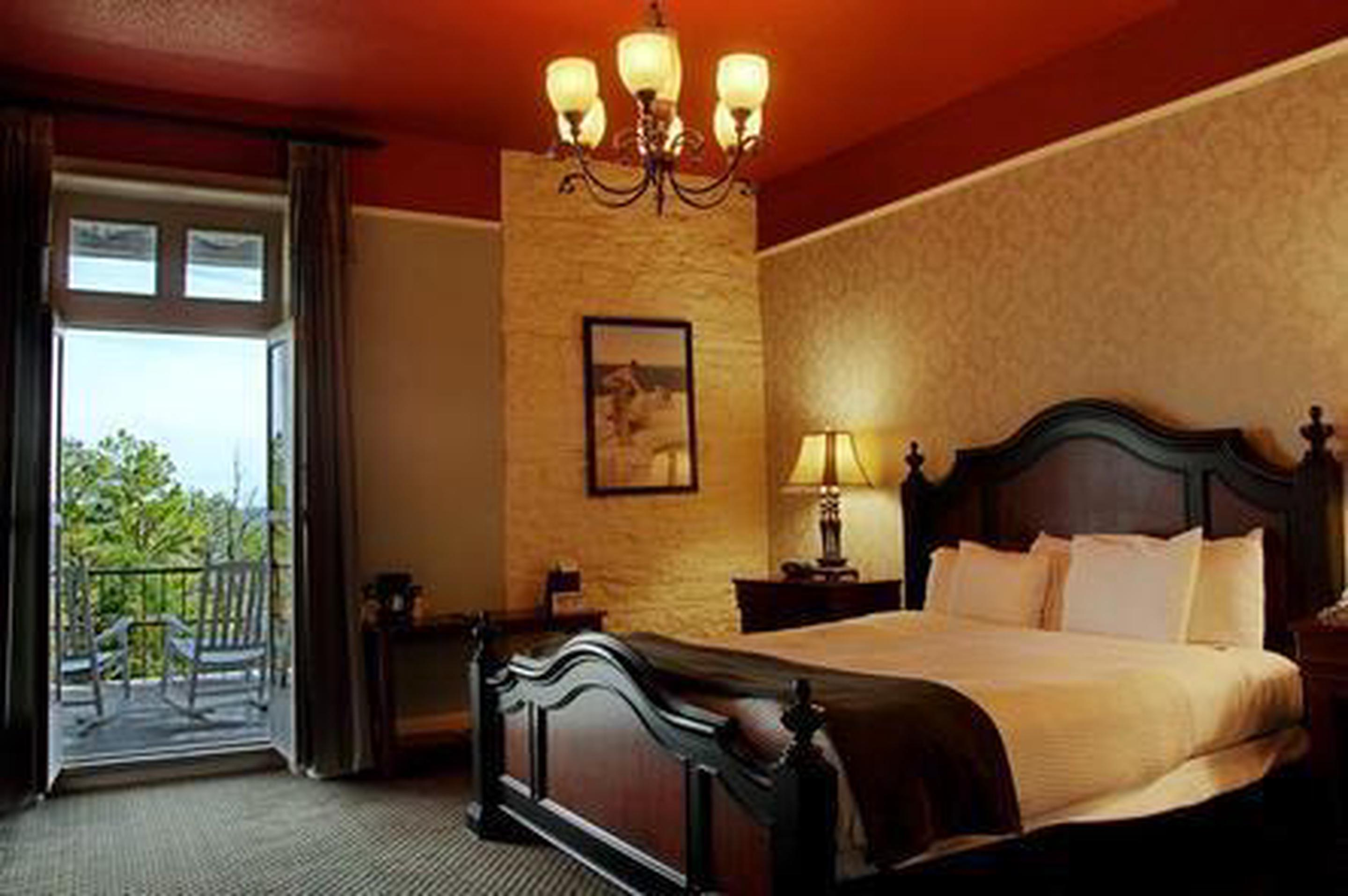 GuestroomEach of the 72 guestrooms offer friendly accommodations with Victorian style.  Guests can choose between Jacuzzi Suites, Penthouses, Parlor Suites and more.