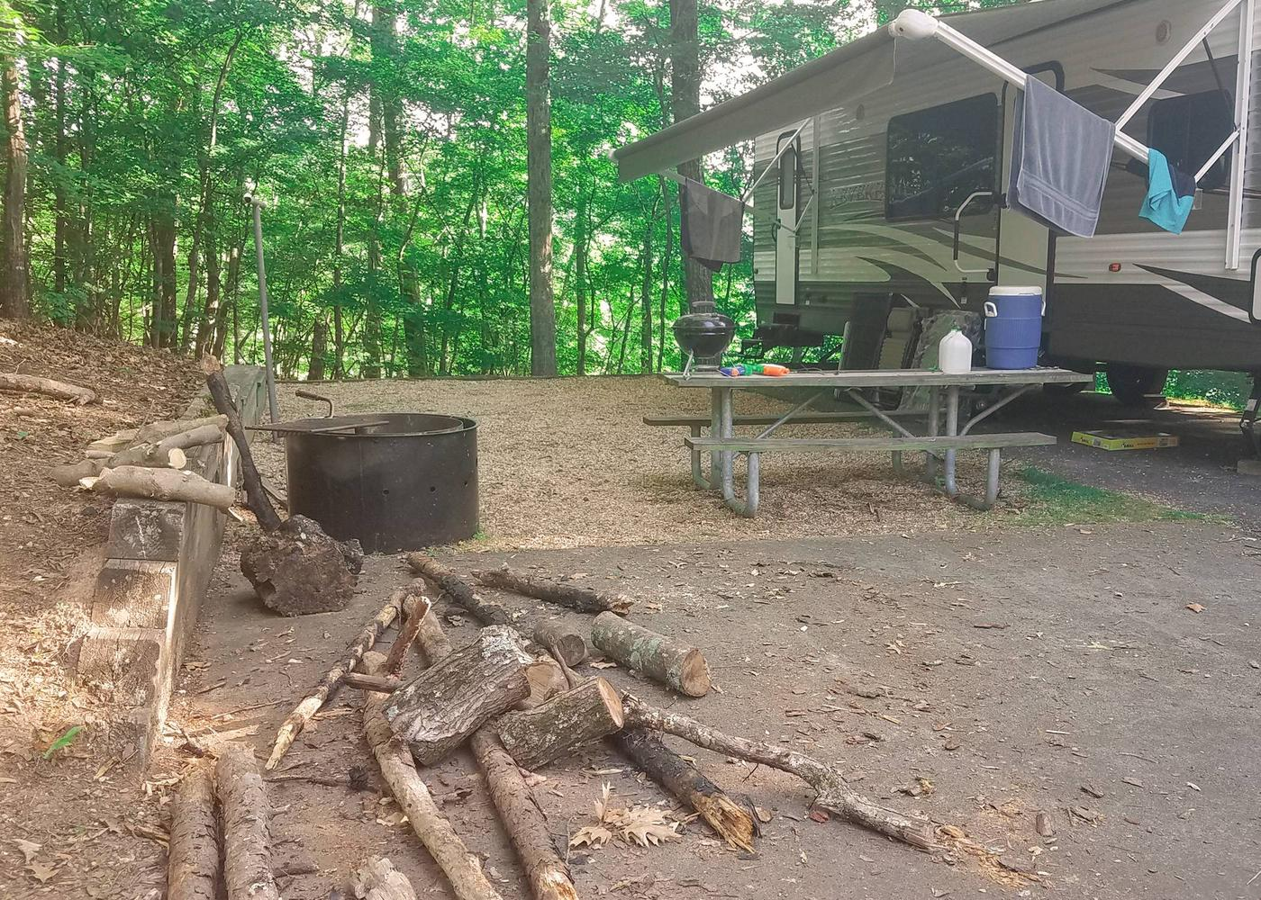 Awning-side clearance, campsite view.Upper Stamp Creek Campground, campsite 18