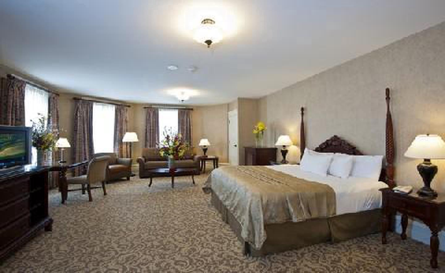 A Premium King RoomThis Historic Hotel of America boasts 443 guest rooms and suites.