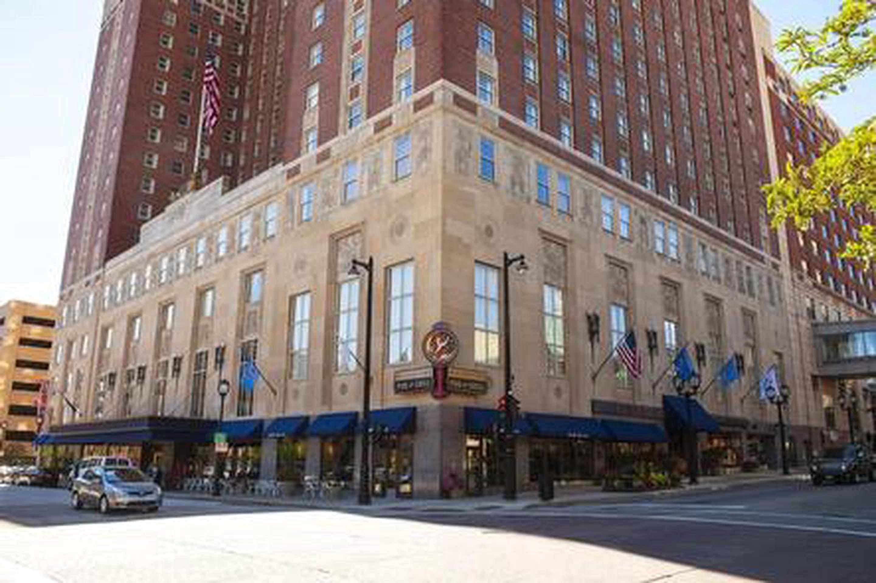 Milwaukee HistorySince its opening in 1928 the  Hilton Milwaukee City Center's distinctive Art Deco architecture has been an important part of the Milwaukee skyline.