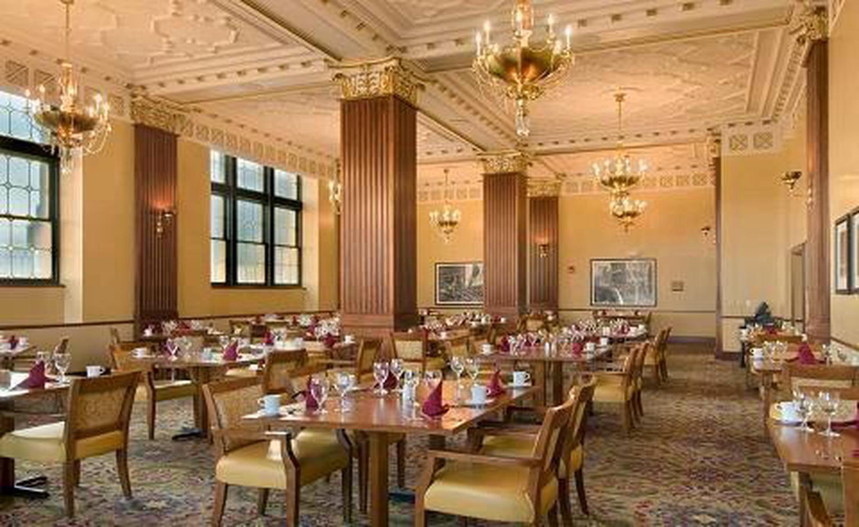 Delicious DiningThere is something for every palate at the Hotel President. The Walnut Room for breakfast, Providence for dinner, and a nightcap in the same lounge that once hosted the likes of Sinatra, Benny Goodman, and Glen Miller.