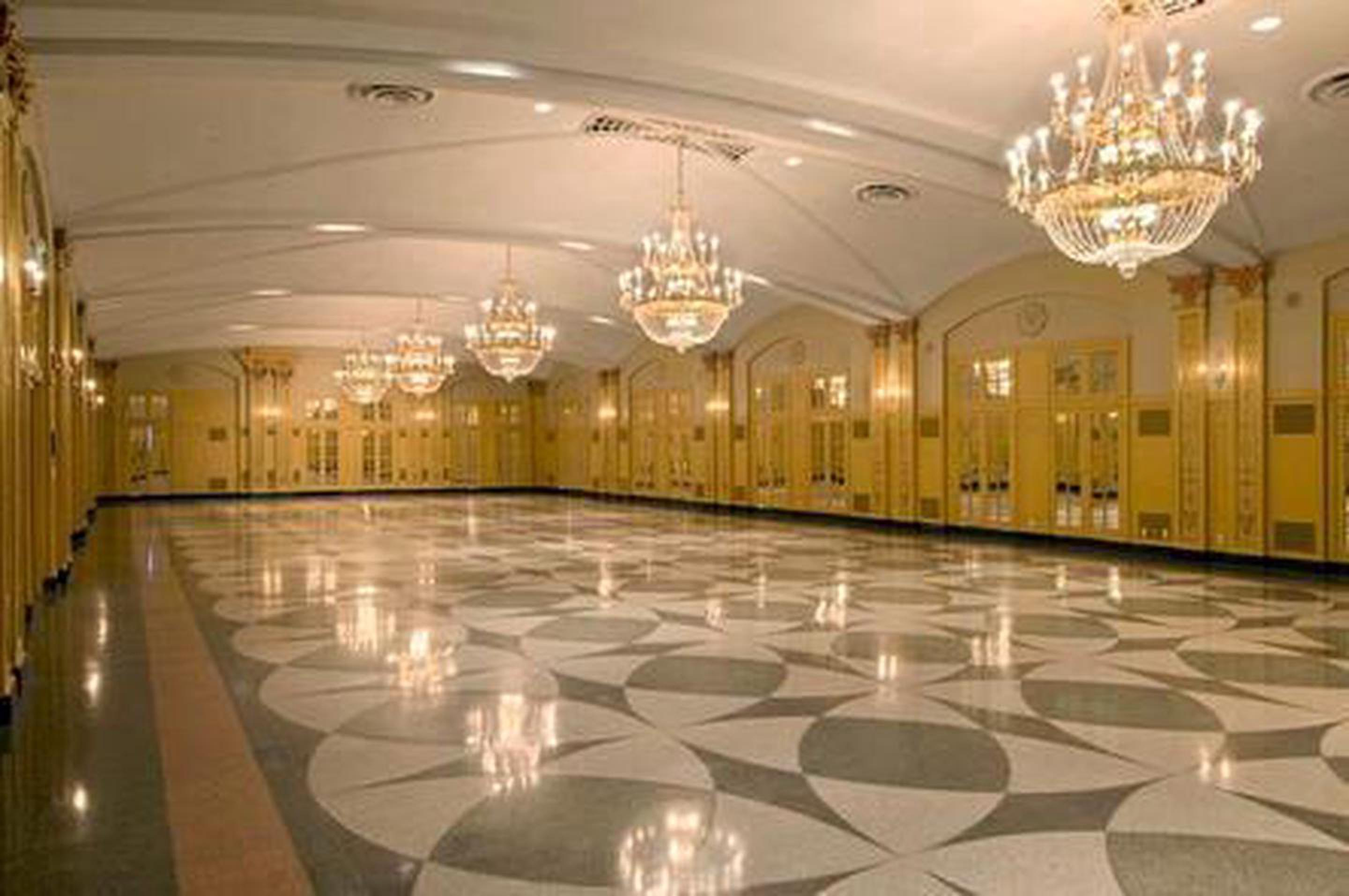 The Congress Ballroom With over 12,000 square feet of meeting space, the President is able to accommodate events ranging in size from merely 10 to 350 people.
