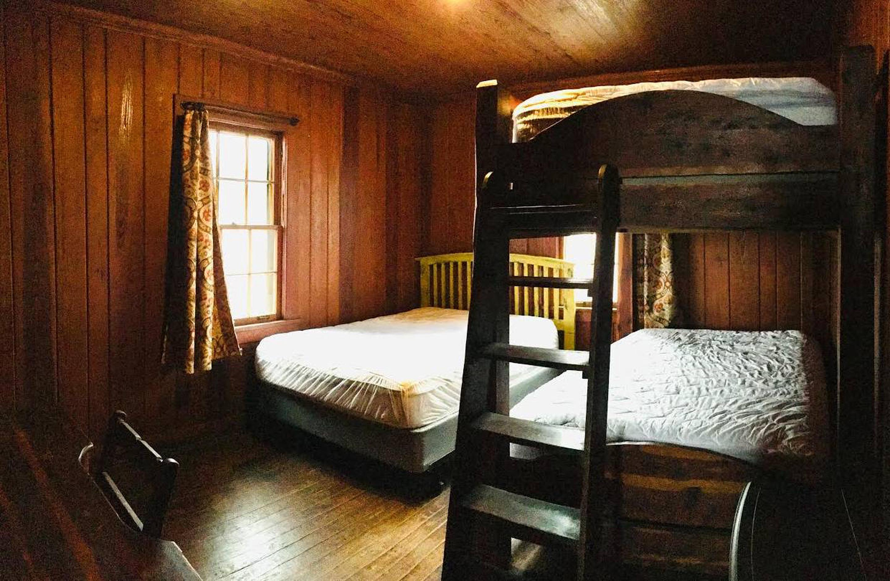White Rock Mountain, Cabin B Bedroom with one full sized bed and one full sized bunkbed.Cabin B bedroom has one full sized bed and one massive full sized bunkbed, new premium mattresses, clean mattress covers, electric stove.