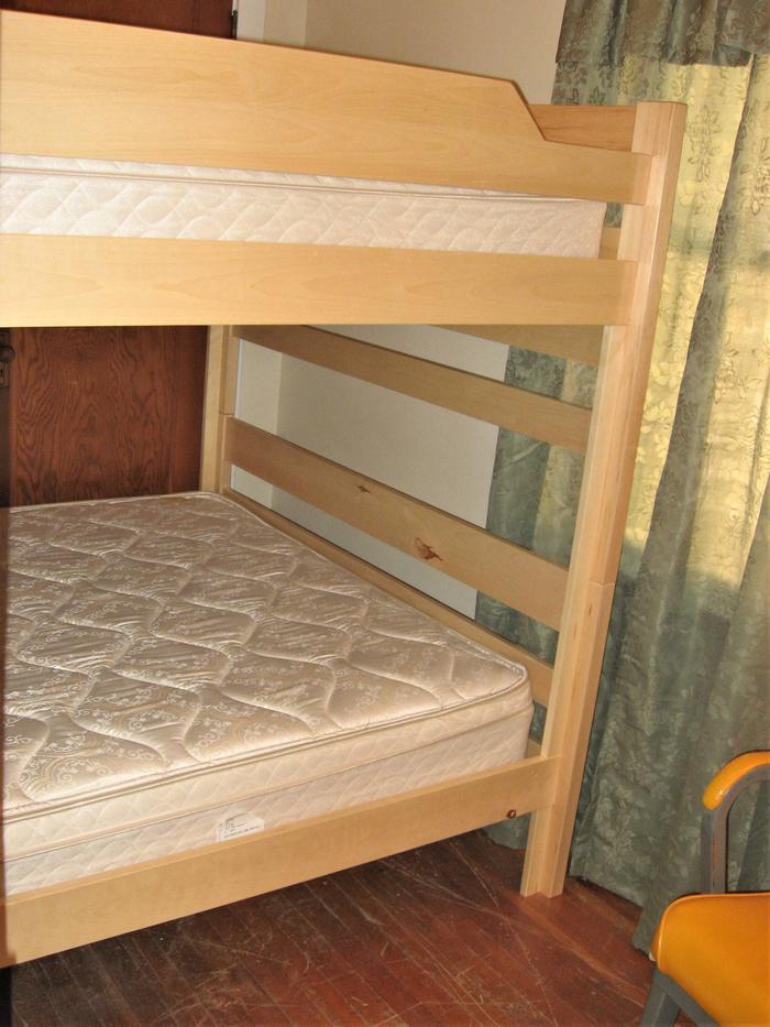 Queen BunkQueen bunk at Hilltop Hideaway
