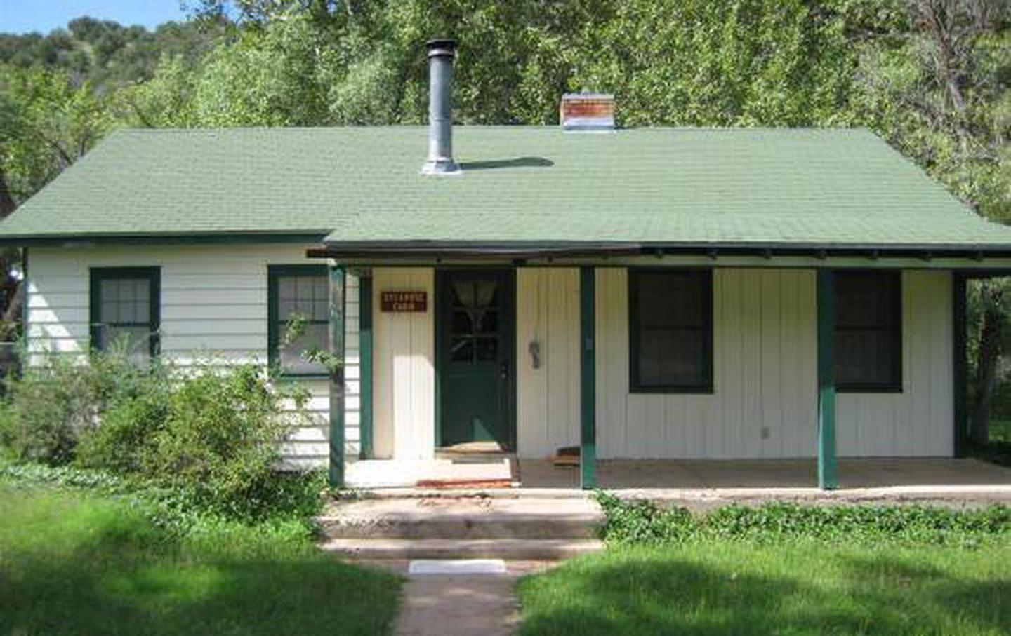 Sycamore cabin with three stairs to front door. Wide covered porch.Sycamore Cabin rental