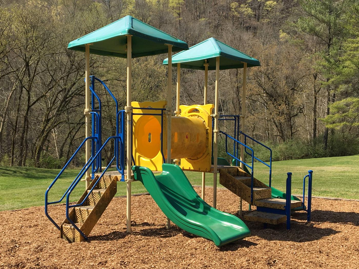 DALE HOLLOW DAMSITE GROUP SHELTER L1 TODDLER PLAYGROUNDDALE HOLLOW DAMSITE GROUP SHELTER L1