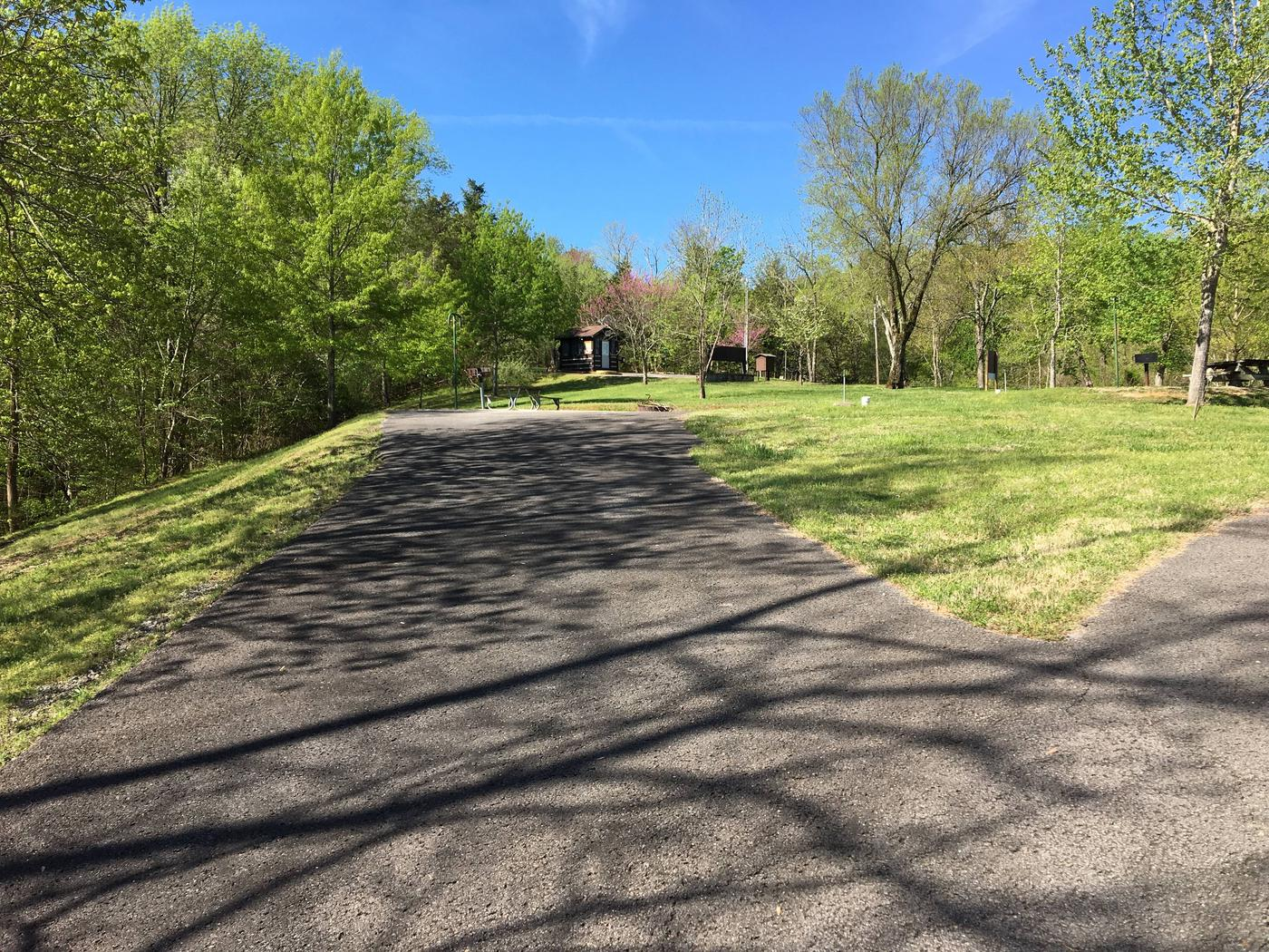 LILLYDALE CAMPGROUND SITE #6 PAVED INCLINE PARKINGLILLYDALE CAMPGROUND SITE #6