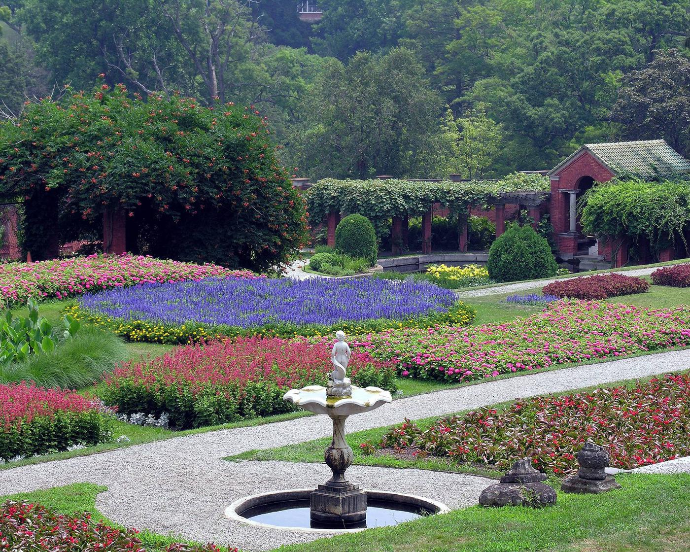 Vanderbilt Italian Garden in bloom