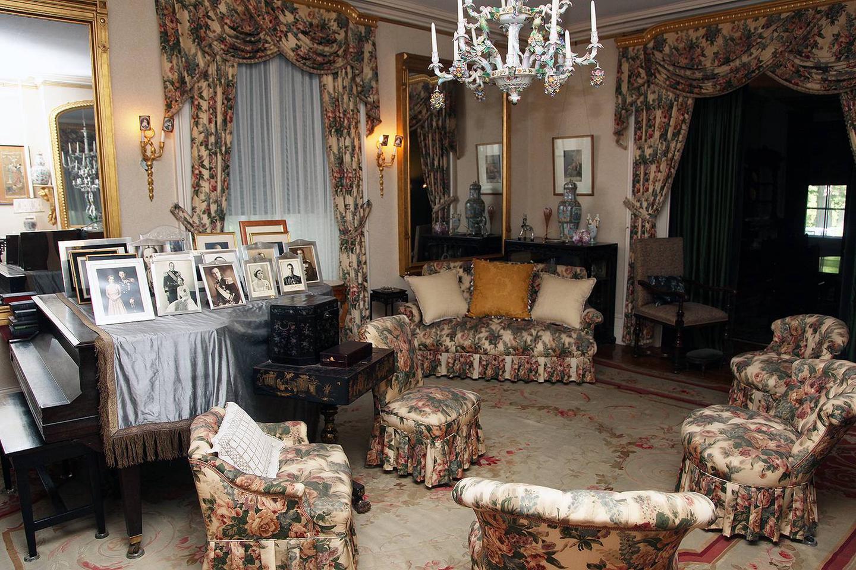 Ladies sitting room