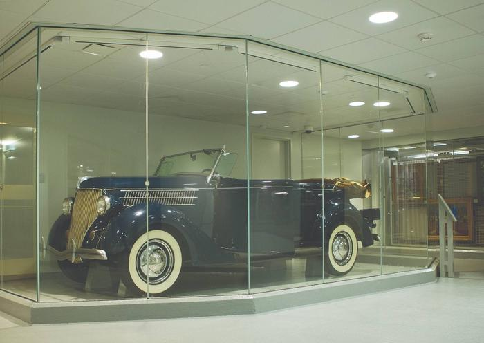 1936 Ford Phaeton This 1936 Ford Phaeton was specially modified to be operated with hand controls by a mechanic in Poughkeepsie, giving Franklin Roosevelt the freedom to drive despite his disability.  He enjoyed driving family and friends around Hyde Park.