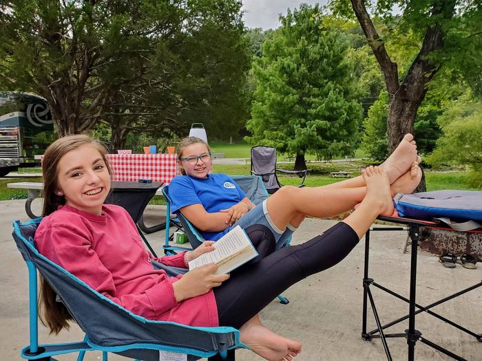 OBEY RIVER PARK RELAXINGOBEY RIVER PARK