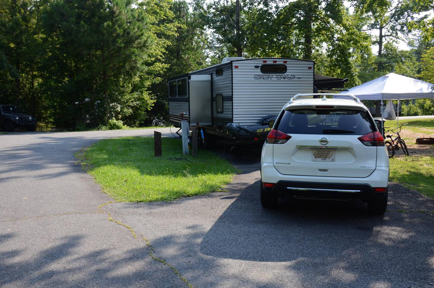 Pull-thru entrance, utilities clearance.Payne Campground, campsite 28.