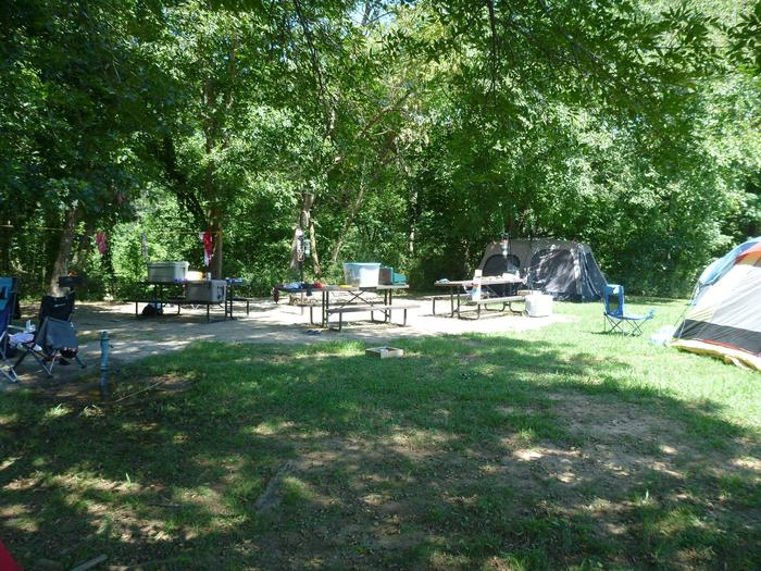 Tyler Bend Group Site 4-6Three picnic tables; two lantern holders; two charcoal cooking stands; one large fire pit.