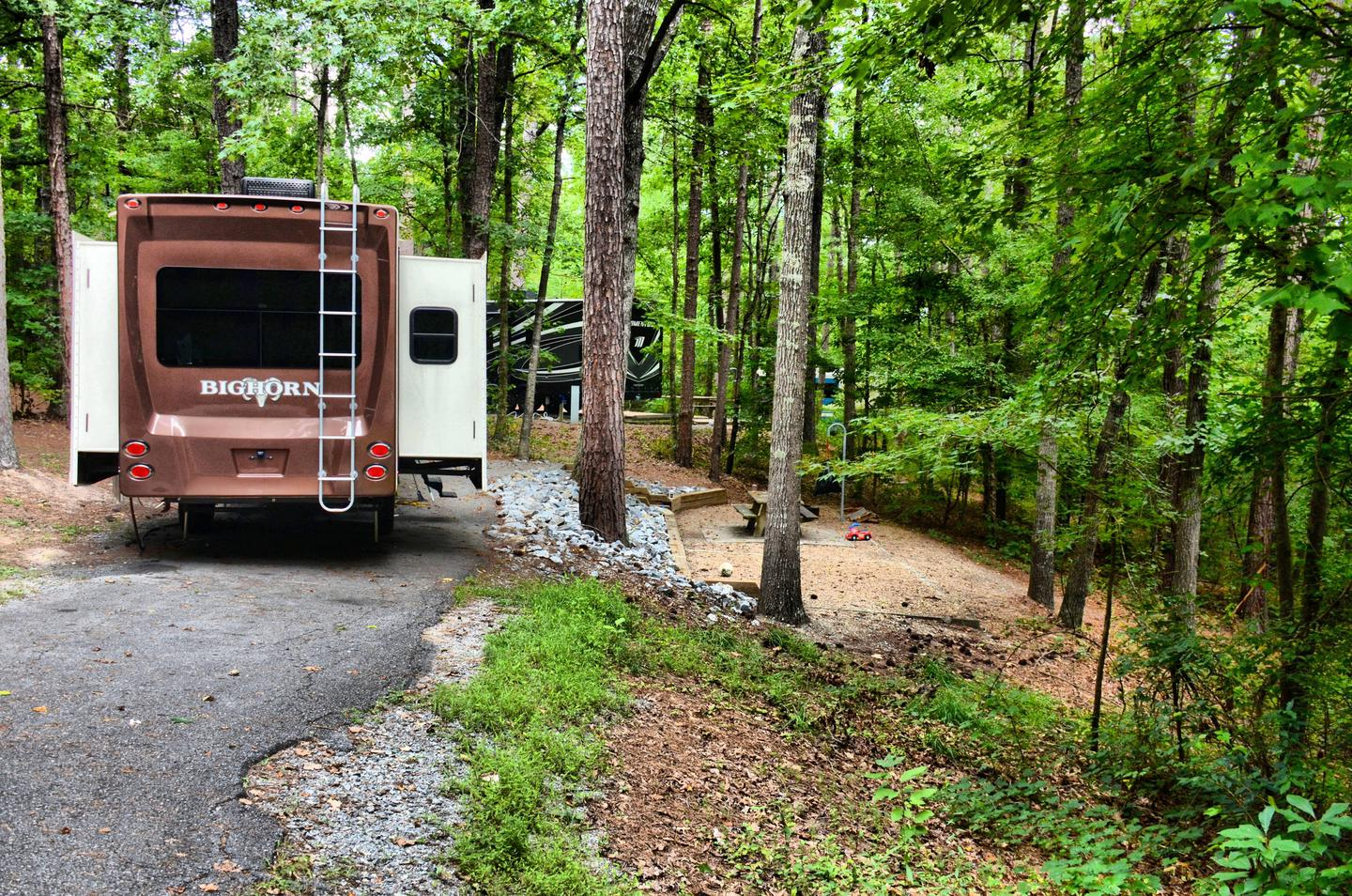 Pull-thru entrance, driveway slope, awning-side clearance.Payne Campground, campsite 39.