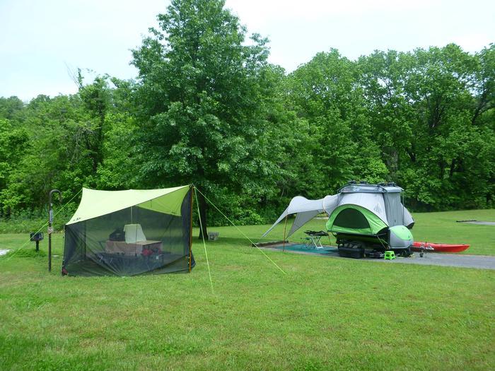 "Tyler Bend Main Loop Site #18Site #18, 75"" back-in, tent pad 15' x 15'."