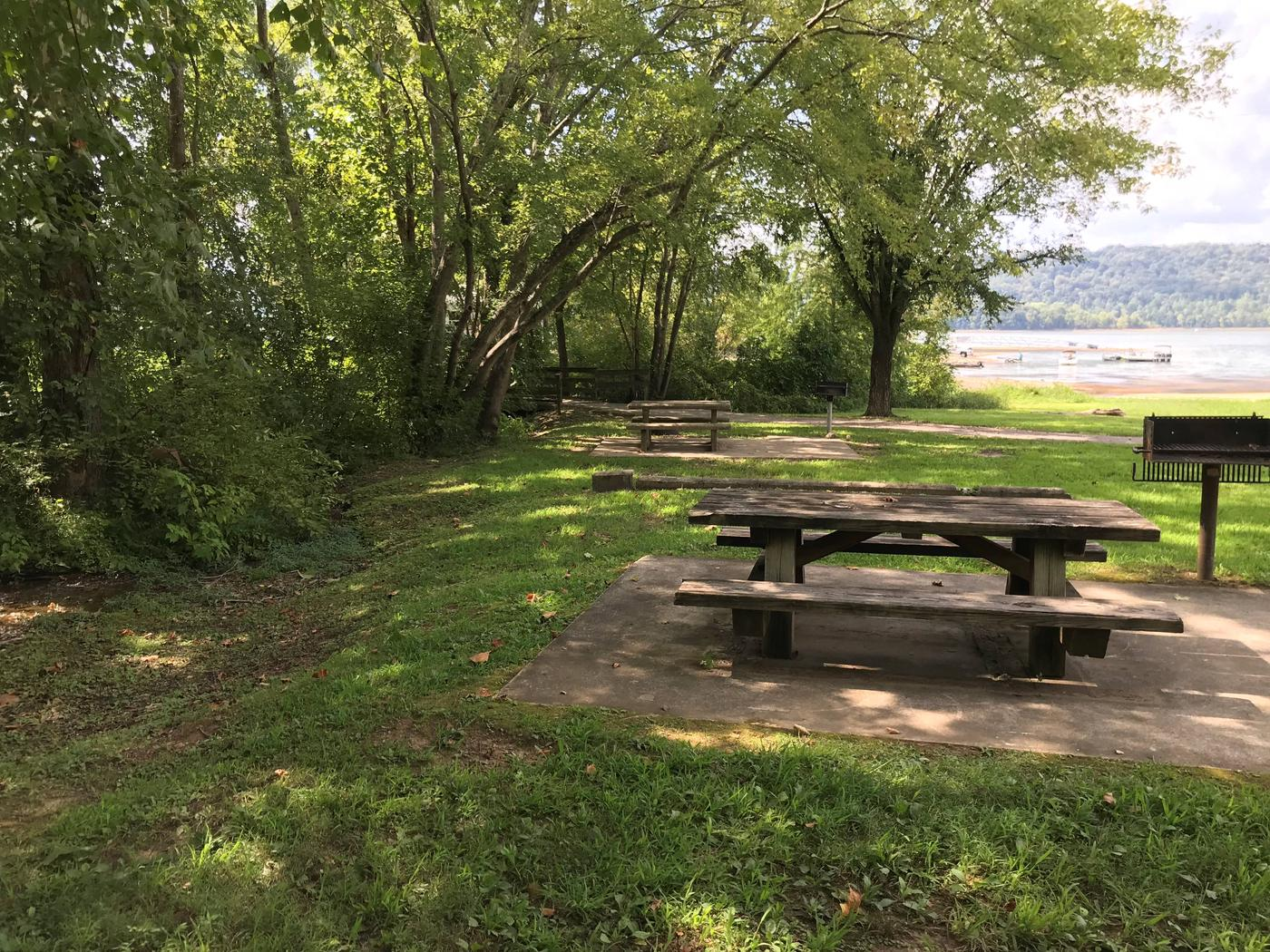 OBEY RIVER PARK SITE #51 LAKE VIEWOBEY RIVER PARK SITE #51