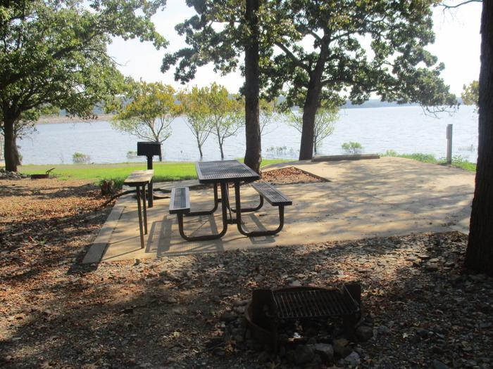 Site 85 - Taylor FerrySite 85 offers a great view of the lake with a level asphalt drive.
