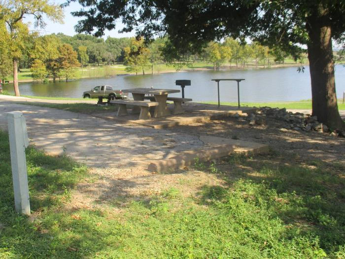 Site 48 - Taylor FerrySite 48 offers ample shade and easy access to the water.