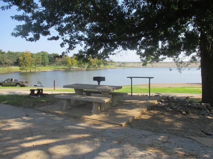 Site 48 table - Taylor FerrySite 48 offers a great lake view with easy access to the water.