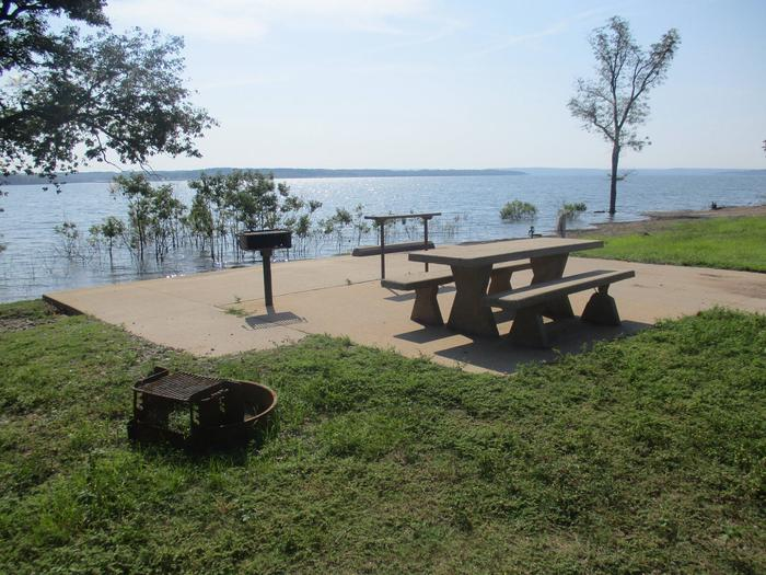 Site 40 - Taylor FerrySite 40 offers a concrete picnic table, pedestal grill, utility table and fire ring.