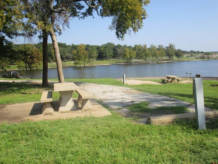 Site 47 - Taylor FerrySite 47 offers easy access to the water.  The campsite has limited shade around the picnic area.