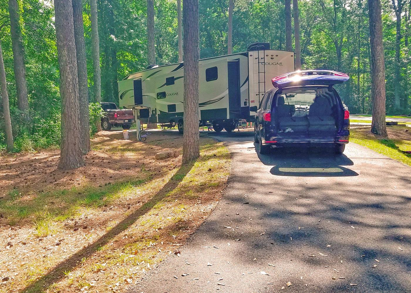 Pull-thru entrance, driveway slope, utilities-side clearance.Victoria Campground, campsite 28.