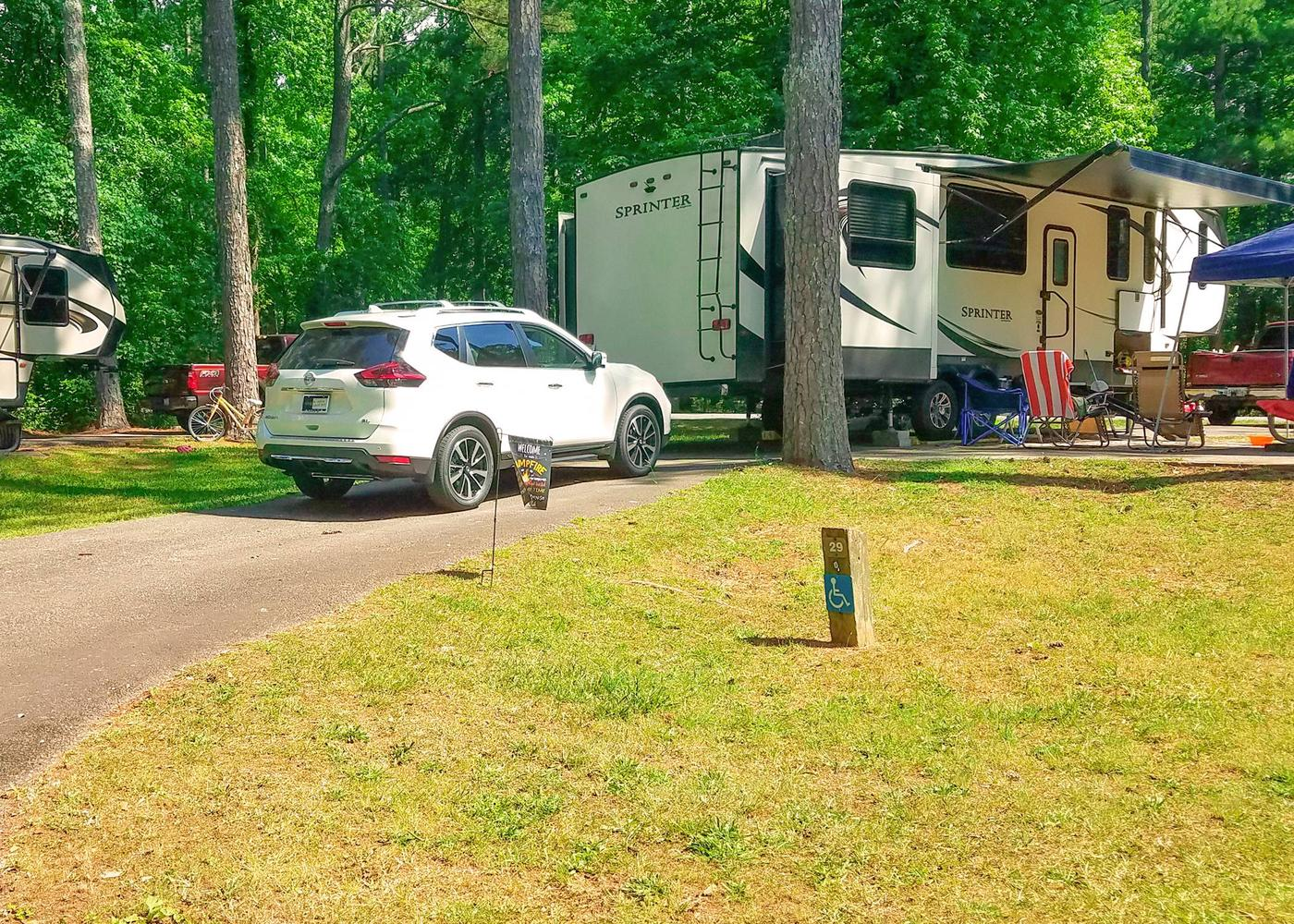 Pull-thru entrance, driveway slope, awning-side clearance.Victoria Campground, campsite 29. Pull-thru.