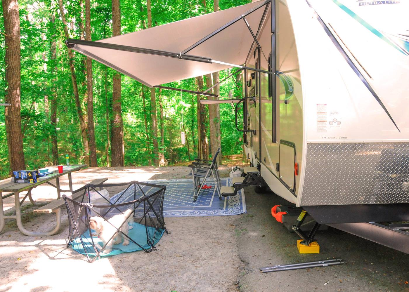 Awning-side clearance.Victoria Campground, campsite 46.