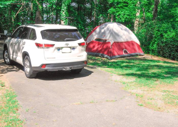 Pull-thru entrance, driveway slope, awning-side clearance.Victoria Campground, campsite 48.